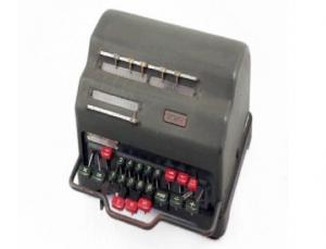 Una calcolatrice Facit del 1935, che sarà esposta a Pavia.