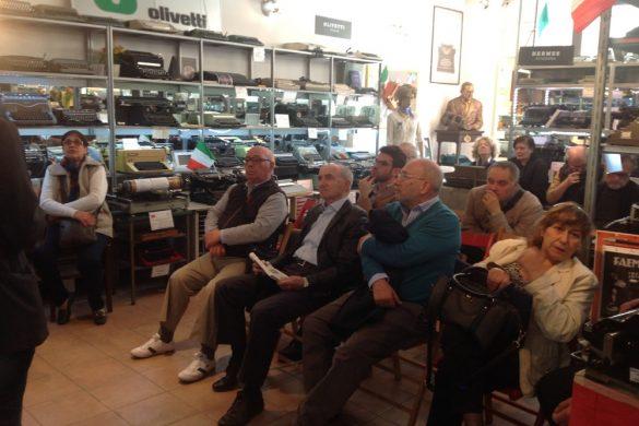 Un momento della visita al Museo del Comitato di quartiere Azalee di Trezzano sul Naviglio.