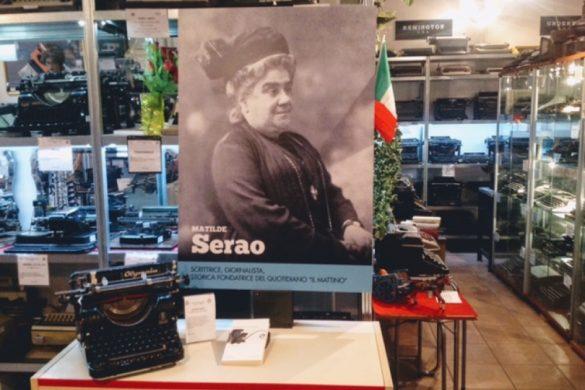 La Remington del 1907 di Matilde Serao al Museo di via Menabrea con il poster del Festival delle corrispondenze.